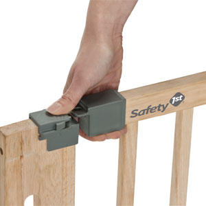 Safety 1st;home safety;door gates;Easy close wood;module 3;image 2;easy to use